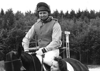 Racecourse-History---embbeded-image---jonjo-oneill-riding-Optimum-his-100th-winner-of-the-season
